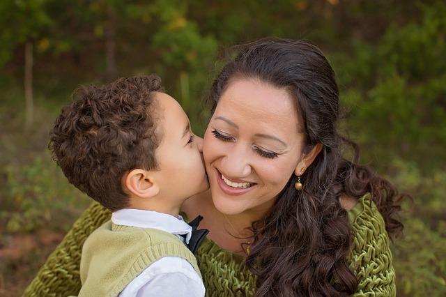 máma se synem