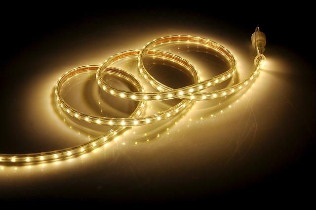 Svietiaci LED pás, žlté svetlo