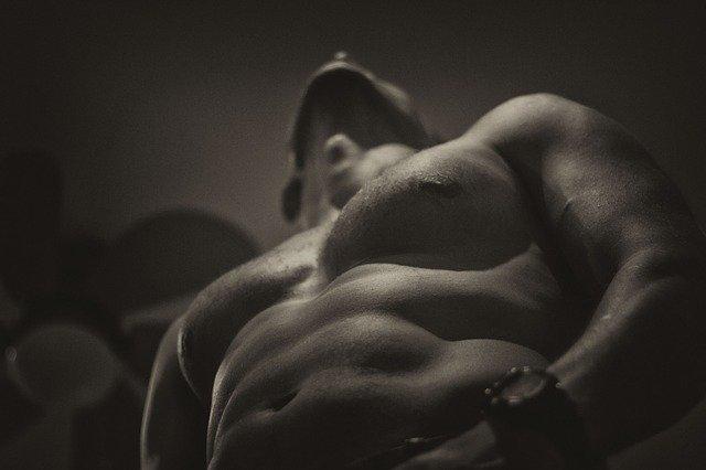 Nahý svalnatá muž.jpg