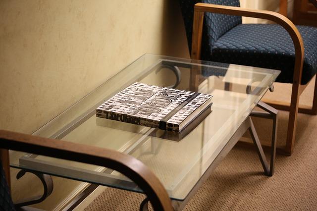Sklenené stolík, knižky
